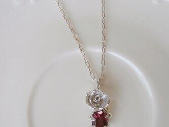 ピンクの薔薇のペンダントの画像