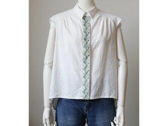 刺繍リボンのブラウス 白 スズラン グレー(M)の画像