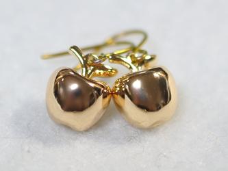 ゴールドチタンピアス・金の林檎の画像