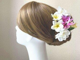 プルメリアとデルフィニュウムのヘッドドレス リゾートウェディング 髪飾り 成人式 結婚式 ヘッドドレス ウェディングの画像