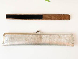 スタイリッシュな大人の扇子ケース/24cm/シルバー本革の画像