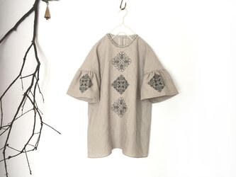 [ puyo様 専用 ] ソロチカ刺繍のリネン半袖ブラウス -beige-の画像