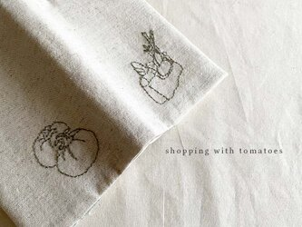Shopping with tomatoes ブックカバーの画像