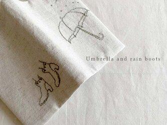 Rain boots and umbrella ブックカバーの画像
