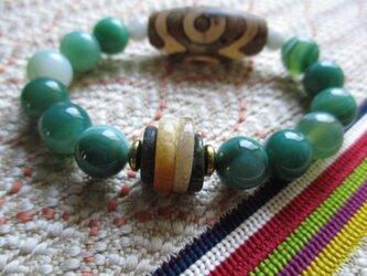 三眼天珠と緑瑪瑙、ミャンマー平安翡翠のブレスレットの画像