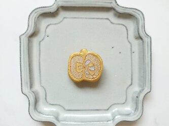 りんご10(ゴールド) 陶土ブローチの画像
