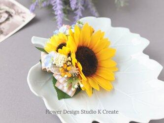 向日葵と水色のお花のヘアクリップ  向日葵 おでかけ 浴衣 イエロー ひまわり 髪飾りの画像