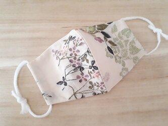 手縫いの立体マスク[M]*花刺繍×クリームの画像