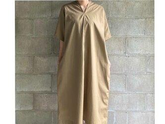 one-piece(beige)の画像