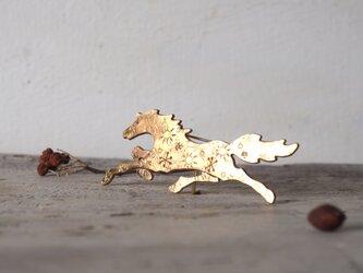 馬のブローチの画像