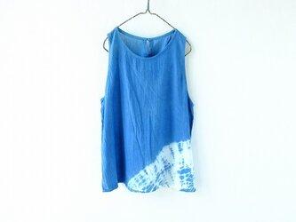 プレー村の藍で染めたノースリーブブラウスの画像