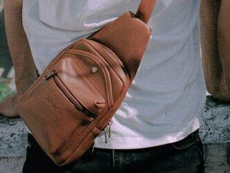 ボディバッグ バッグ レディース メンズ レザーバッグ 防水 彼氏 プレゼントの画像