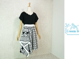 ノワール刺繍アシメトリースカートの画像