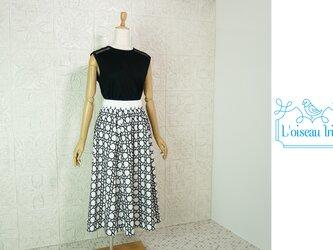 ノワール刺繍フレアースカートの画像