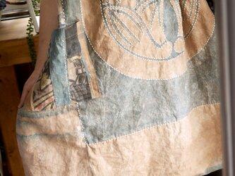 柿渋染幟旗からコクーンワンピースの画像