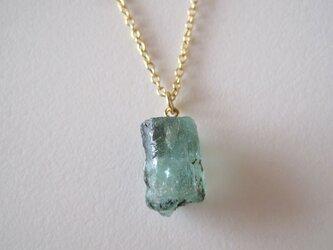 エメラルドの原石ネックレス 結晶柱 エチオピア産 14kgfの画像
