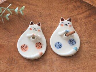陶器で作った 猫のお香立ての画像