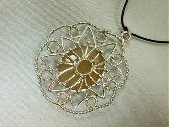 ハニーオパールの花ペンダント(リバーシブル)の画像
