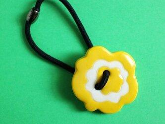 磁器ボタンゴム・花 イエローの画像
