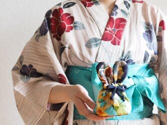 ウサギ型の台湾花柄x絹織物mini巾着ポーチ(一点作品)の画像