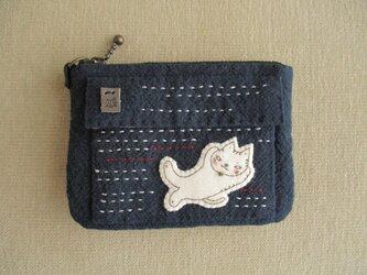 ウサギと猫のカードケースの画像