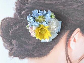 水色のスカビオサとヒマワリのヘアクリップ 結婚式 ウェディング お出掛け 発表会 ヘアクリップ 髪飾りの画像