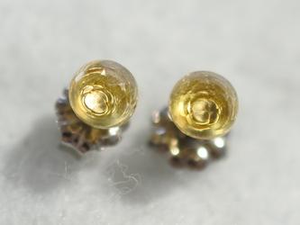 (1点もの)シトリン・ローズカットのピアス(5mm・チタンポスト)の画像