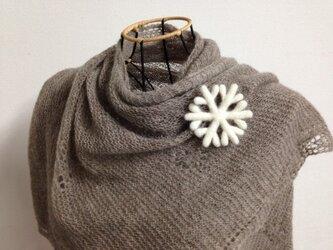 羊毛のブローチ*雪の結晶の画像