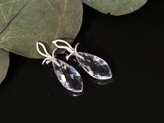 水晶のイヤリングの画像
