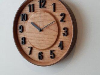 数字のある掛け時計の画像