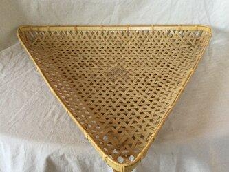 鉄線編み三角かご(表皮付き)の画像