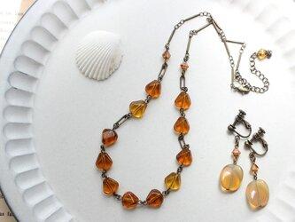 琥珀色と蜂蜜色 アンティーク・スタイル ヴィンテージビーズのネックレス イヤリング セットの画像