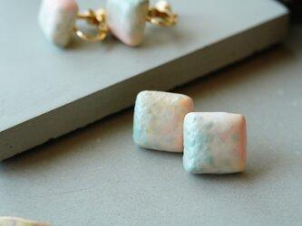 【陶器】四角sprayピアス/イヤリング 青銅ピンクの画像