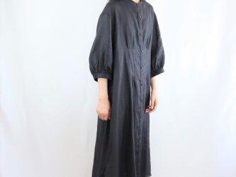 マキシワンピース 麻 七分袖 スタンドカラー 黒の画像