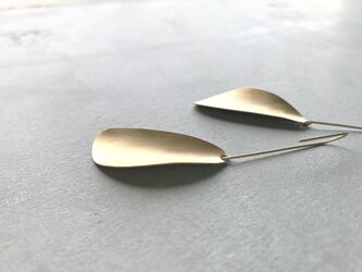 pettle〜真鍮ロングピアスの画像