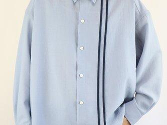 男女兼用 オーバーサイズシャツ ライン入り 青の画像