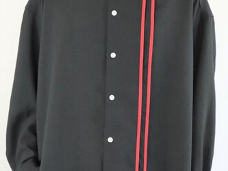 男女兼用 オーバーサイズシャツ ライン入り 黒の画像