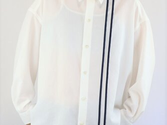男女兼用 オーバーサイズシャツ ライン入り 白の画像