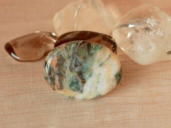 糸魚川産!天然サーペンチン(蛇紋岩)の帯留め☆原石から磨きましたの画像