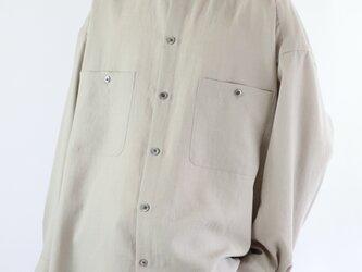 男女兼用 スタンドカラー オーバーサイズシャツ グレージュの画像