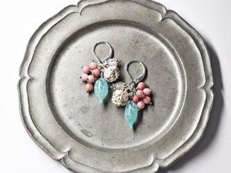 フランスアンティーク吹きガラスとコロンと丸いカレンシルバー、たわわなロードナイト、グーズベリーのピアスの画像
