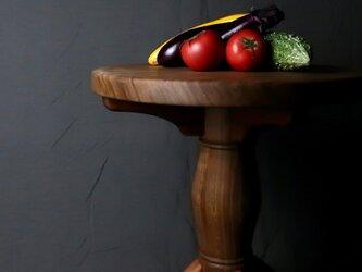 最近の家具は、シュッとしているのであえてモッサリしたおひとり様コーヒーテーブル。野菜は、販売致しません。の画像