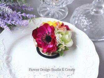 ローズピンクのアネモネと向日葵のヘアゴム お花 ヘアゴム ヒマワリ ひまわり ヘアゴム パール 髪飾りの画像
