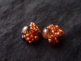 再入荷【天然石の刺繍ピアス】tourmaline × orange garnet × pearlの画像