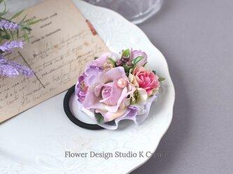 ペールピンクの薔薇と紫陽花のヘアゴム お花 ヘアゴム お花のヘアゴム ヘアゴム パール 髪飾りの画像