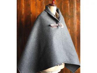 霜降グレー メルトンのポンチョ 濃茶牛革ベルト×真鍮の画像