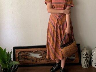 ウエストベルトで楽しめるラウンドネック手織り綿ワンピース スカート部分のバイアスラインでよりエレガントに可愛く オレンジピンク絣の画像