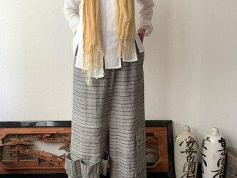 越天楽おしゃれ番長ご用達!変形サルエル手織り綿パンツ 大きく足を広げることはできないけど履くとカッコよさ抜群 グレイ絣の画像