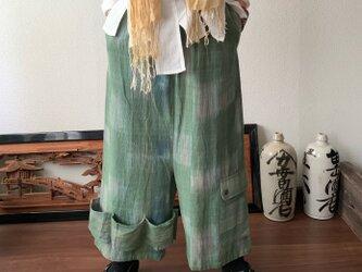 越天楽おしゃれ番長ご用達!変形サルエル手織り綿パンツ 大きく足を広げることはできないけど履くとカッコよさ抜群 グリーン絣の画像