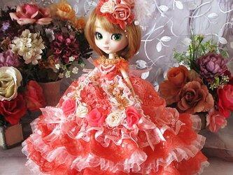 ベルサイユの薔薇 コーラルピンクの花園に舞うエアリーボリュームドレスの画像